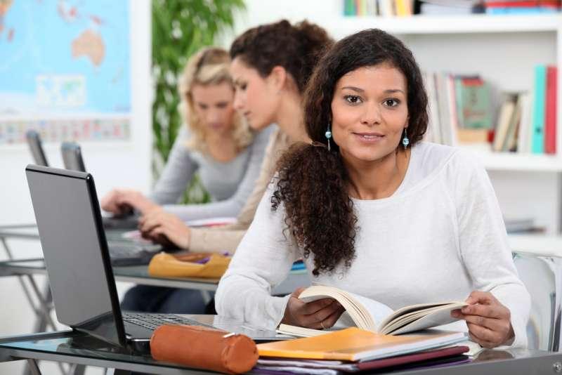 Sinnvoll: Praktische und digitale Weiterbildungen für Mitarbeiter in einem gesunden Verhältnis
