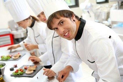 Weiterbildung f r k che und k chinnen spezialisierung und for Arbeit als koch